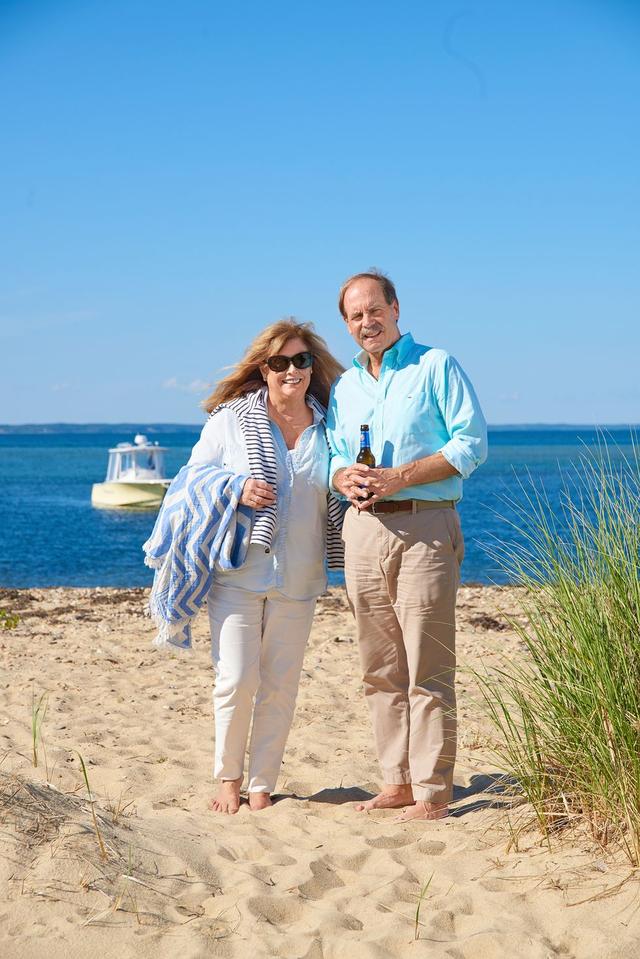 Cặp vợ chồng người Mỹ biến lán câu cá lụp xụp thành thiên đường trần gian - 2