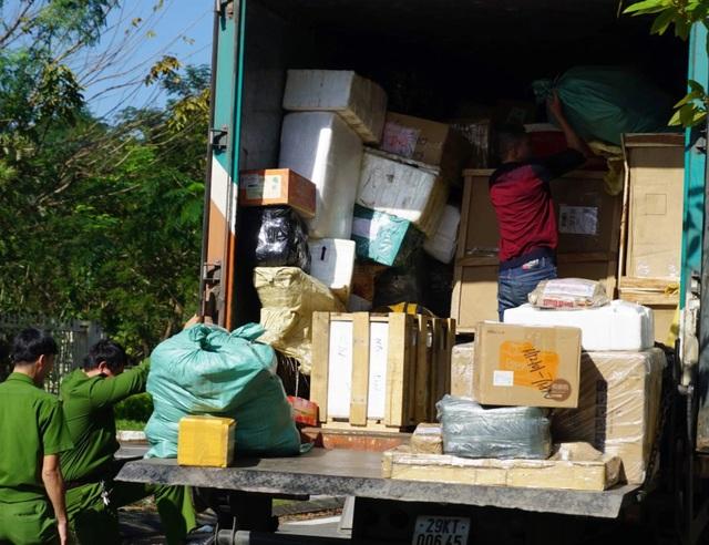 Liên tiếp bắt xe chở giày dép, mỹ phẩm không chứng từ ở Đà Nẵng - 1