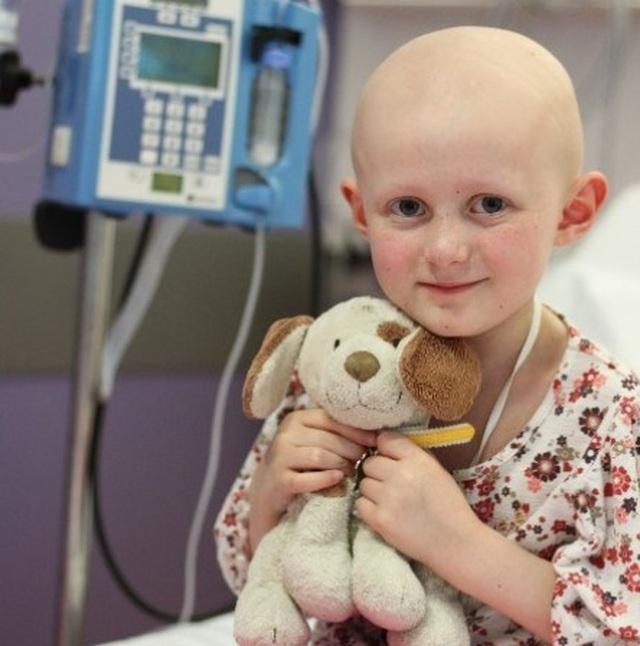 Ông già Noel có thật: Người lạ tặng 12 tỷ đồng cho bé gái bị ung thư ngay trước thềm Giáng Sinh - 1
