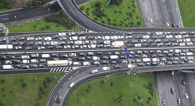 Giao thông trời Tây:  Lái xe quá chậm cũng là nguyên nhân tai nạn - 1
