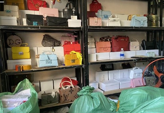 Hàng nghìn túi xách giả mạo hàng hiệu tại cơ sở kinh doanh online - 2