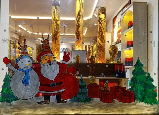 Vẽ ông già Noel trên kính: Nghệ thuật múa bút hái ra tiền - 1