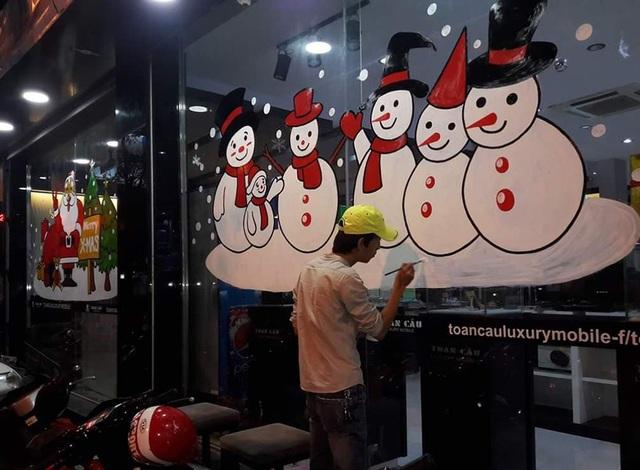 Vẽ ông già Noel trên kính: Nghệ thuật múa bút hái ra tiền - 2