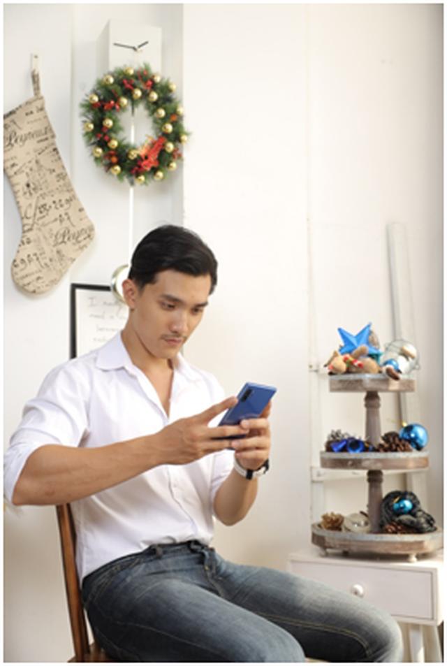 Tín đồ thời trang bật mí lý do phải lòng smartphone màu Xanh Aura mùa lễ hội - 3