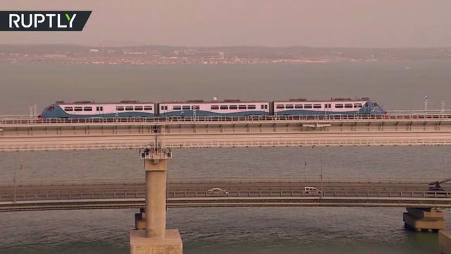 Ông Putin khánh thành cầu đường sắt dài nhất châu Âu nối Nga - Crimea - 8