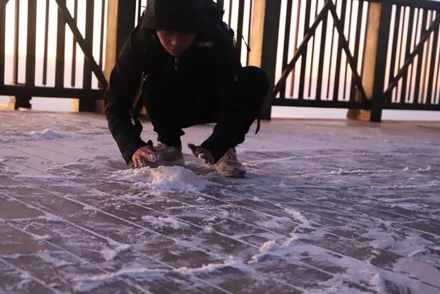 Băng tuyết xuất hiện trên đỉnh Fansipan đúng ngày Noel - 5
