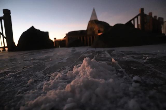 Băng tuyết xuất hiện trên đỉnh Fansipan đúng ngày Noel - 3