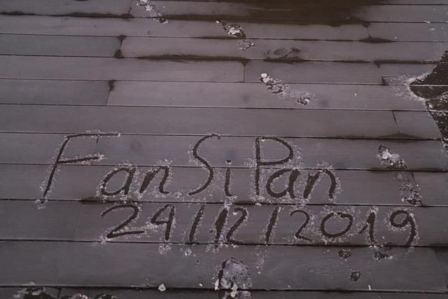 Băng tuyết xuất hiện trên đỉnh Fansipan đúng ngày Noel - 1