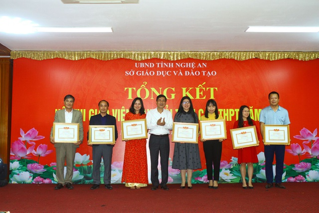 Nghệ An: Tuyên dương 42 giáo viên xuất sắc đạt điểm cao hội thi giáo viên dạy giỏi tỉnh - 1