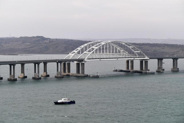 Ông Putin khánh thành cầu đường sắt dài nhất châu Âu nối Nga - Crimea - 7