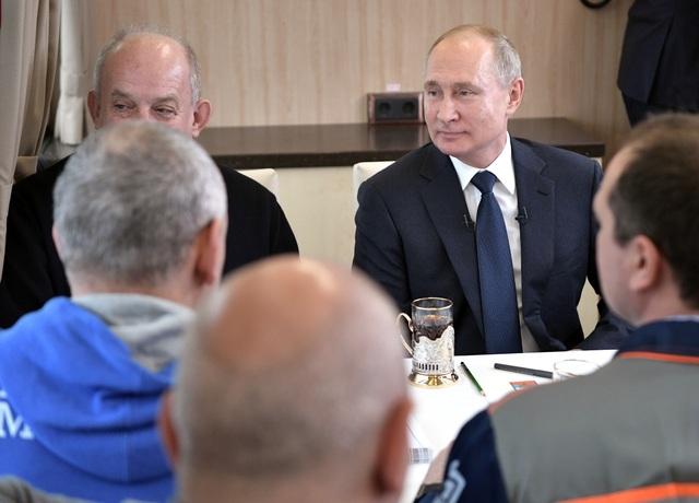 Ông Putin khánh thành cầu đường sắt dài nhất châu Âu nối Nga - Crimea - 6