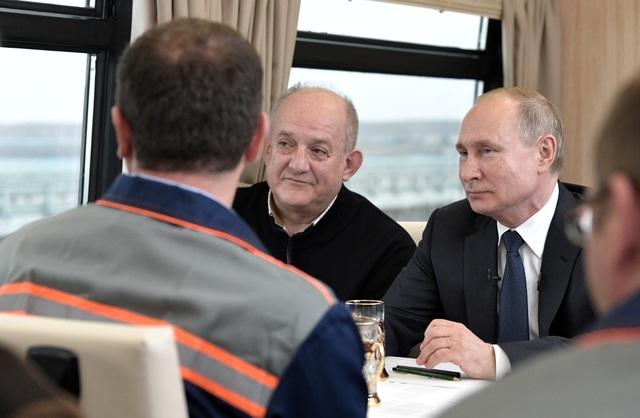 Ông Putin khánh thành cầu đường sắt dài nhất châu Âu nối Nga - Crimea - 5