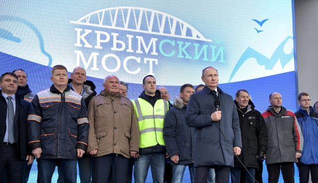 Ông Putin khánh thành cầu đường sắt dài nhất châu Âu nối Nga - Crimea - 1
