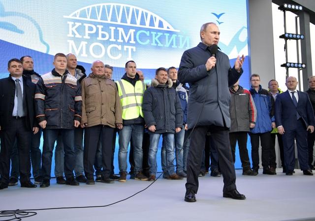 Ông Putin khánh thành cầu đường sắt dài nhất châu Âu nối Nga - Crimea - 2