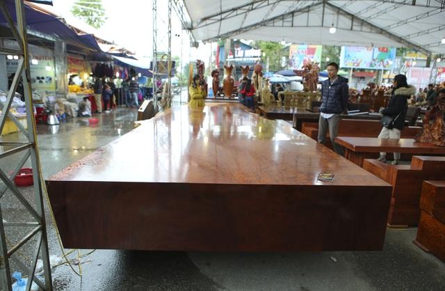 Chiêm ngưỡng những chiếc phản làm bằng gỗ cẩm giá hơn 2 tỷ đồng - 1