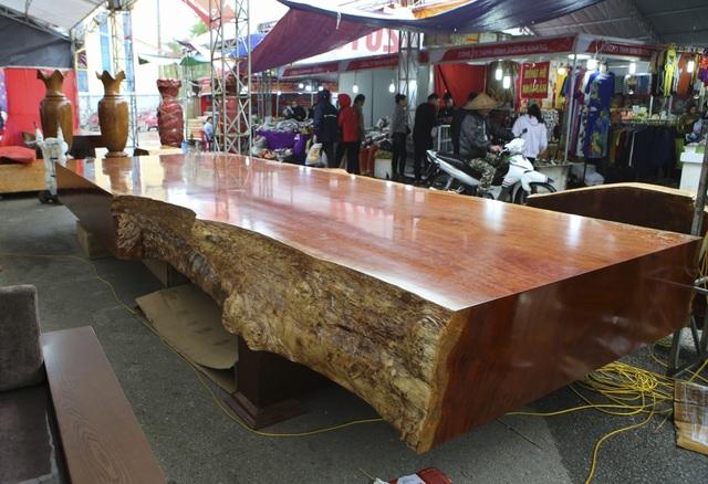 Chiêm ngưỡng những chiếc phản làm bằng gỗ cẩm giá hơn 2 tỷ đồng - 2