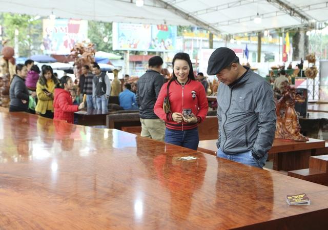 Chiêm ngưỡng những chiếc phản làm bằng gỗ cẩm giá hơn 2 tỷ đồng - 6