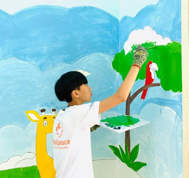 Học sinh Hàn Quốc vẽ tranh tường, giao lưu với trẻ khuyết tật Quảng Trị - 6
