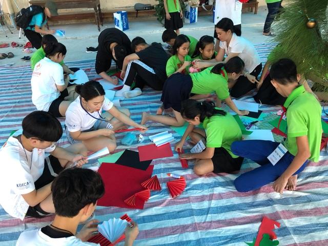 Học sinh Hàn Quốc vẽ tranh tường, giao lưu với trẻ khuyết tật Quảng Trị - 2