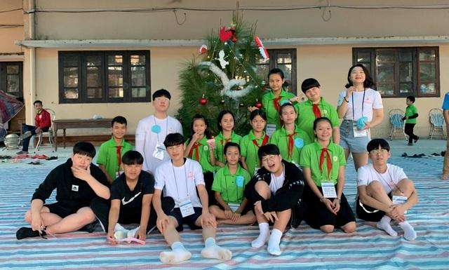 Học sinh Hàn Quốc vẽ tranh tường, giao lưu với trẻ khuyết tật Quảng Trị - 4