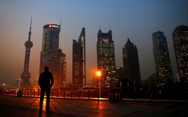 Bloomberg: Nền kinh tế Trung Quốc có thể là số 1, nhưng vẫn còn nghèo hơn Mỹ - 1