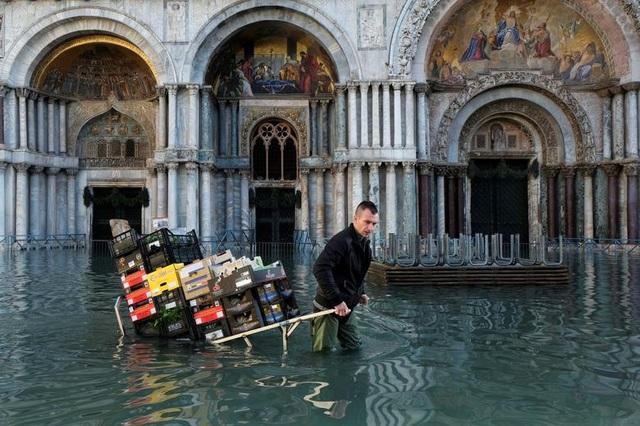 """Venice """"thất thủ"""" dịp Giáng sinh vì ngập nặng - 1"""