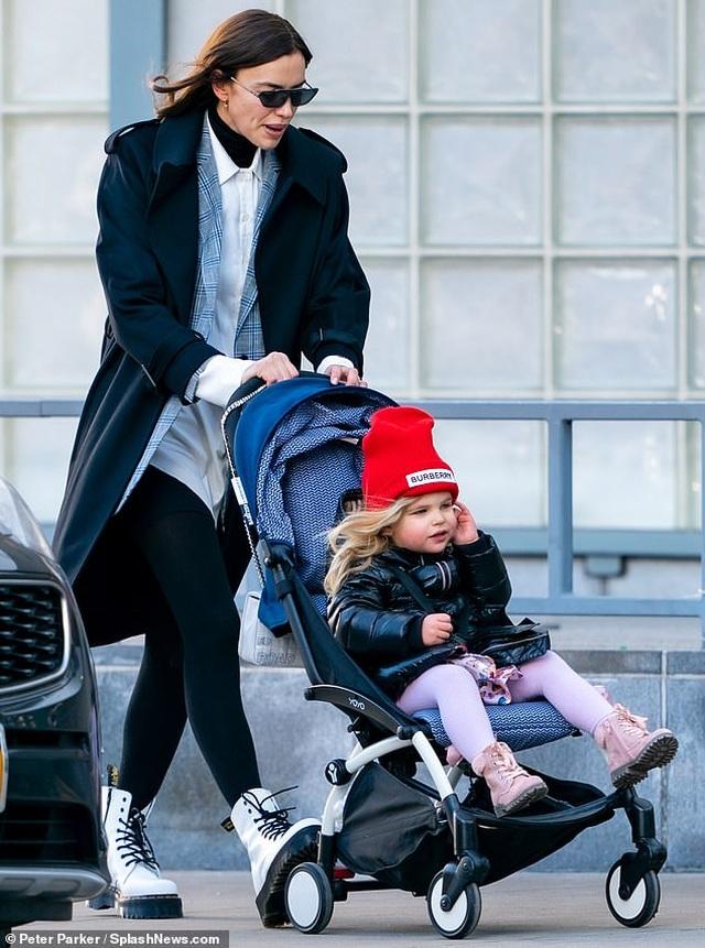 Siêu mẫu Irina Shayk đón giáng sinh bên con gái - 4