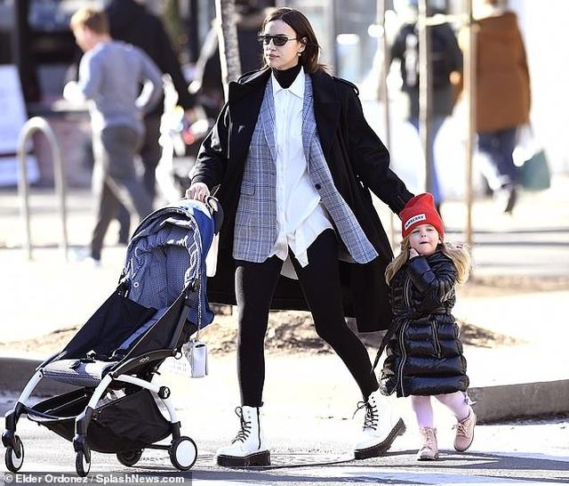 Siêu mẫu Irina Shayk đón giáng sinh bên con gái - 5