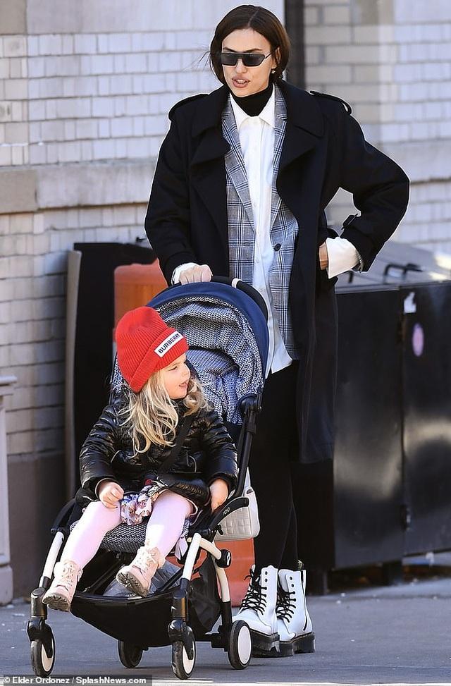 Siêu mẫu Irina Shayk đón giáng sinh bên con gái - 1