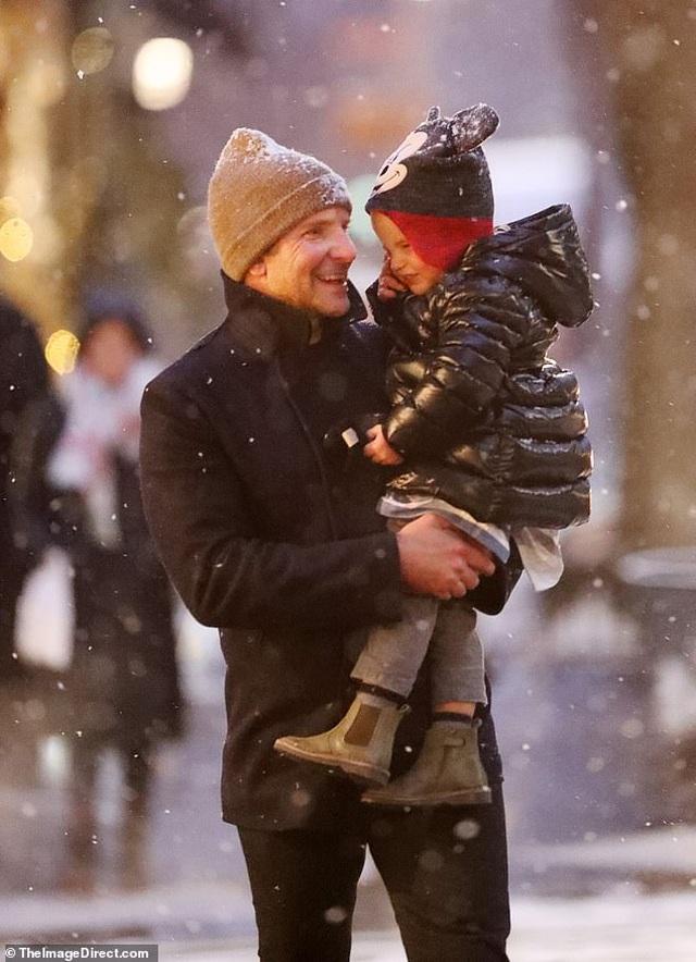 Siêu mẫu Irina Shayk đón giáng sinh bên con gái - 7