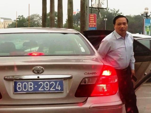 Cấp biển số mới cho chiếc xe Camry mang 2 biển xanh chở lãnh đạo Ninh Bình - 2