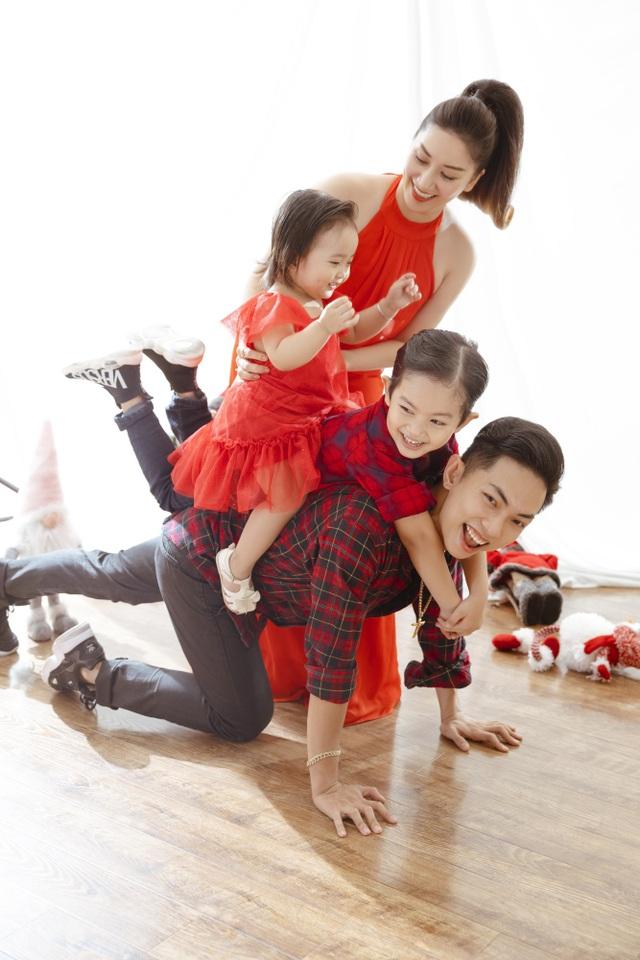 Khánh Thi - Phan Hiển bù đắp Giáng sinh cho con sau mùa SEA Games xa biền biệt - 7