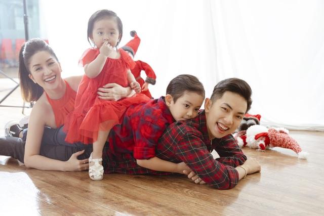 Khánh Thi - Phan Hiển bù đắp Giáng sinh cho con sau mùa SEA Games xa biền biệt - 11