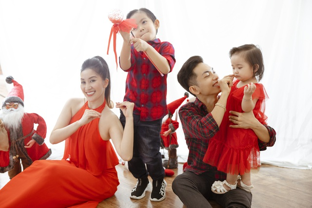 Khánh Thi - Phan Hiển bù đắp Giáng sinh cho con sau mùa SEA Games xa biền biệt - 14