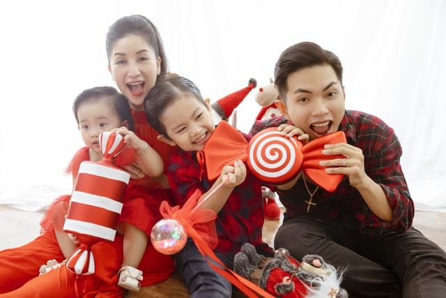 Khánh Thi - Phan Hiển bù đắp Giáng sinh cho con sau mùa SEA Games xa biền biệt - 2