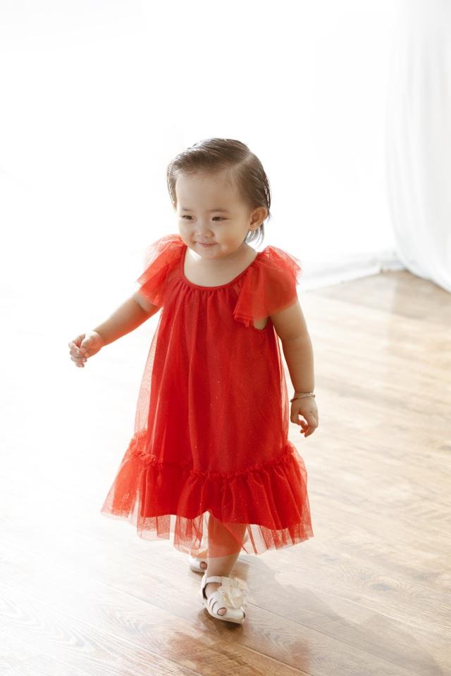 Khánh Thi - Phan Hiển bù đắp Giáng sinh cho con sau mùa SEA Games xa biền biệt - 5