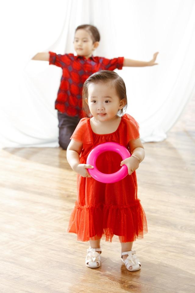 Khánh Thi - Phan Hiển bù đắp Giáng sinh cho con sau mùa SEA Games xa biền biệt - 6
