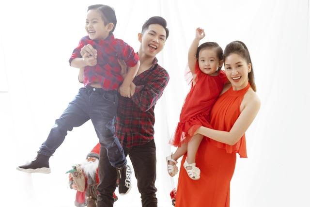 Khánh Thi - Phan Hiển bù đắp Giáng sinh cho con sau mùa SEA Games xa biền biệt - 1