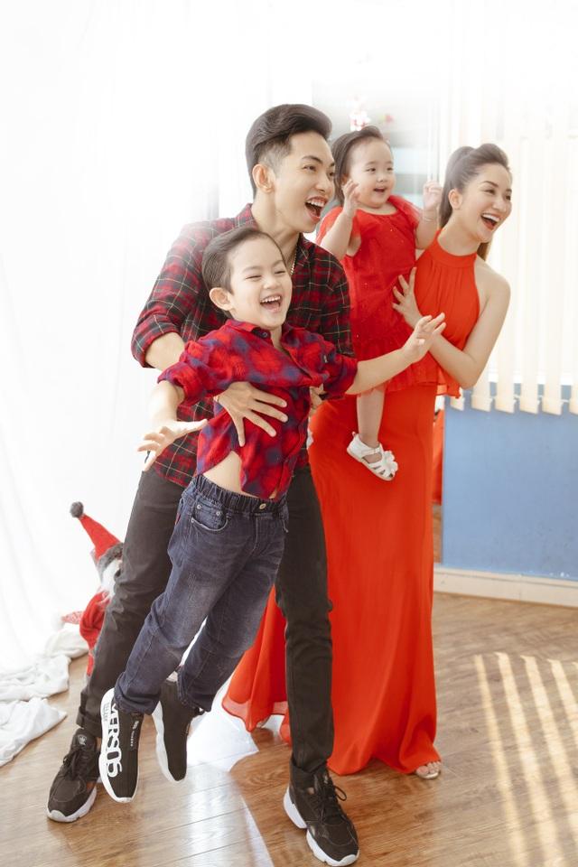 Khánh Thi - Phan Hiển bù đắp Giáng sinh cho con sau mùa SEA Games xa biền biệt - 4