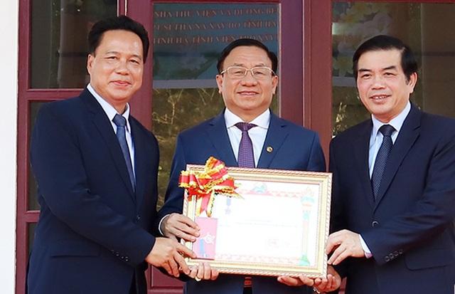 Chủ tịch nước CHDCND Lào trao tặng Huân chương Lao động hạng Ba cho tỉnh Hà Tĩnh - 4