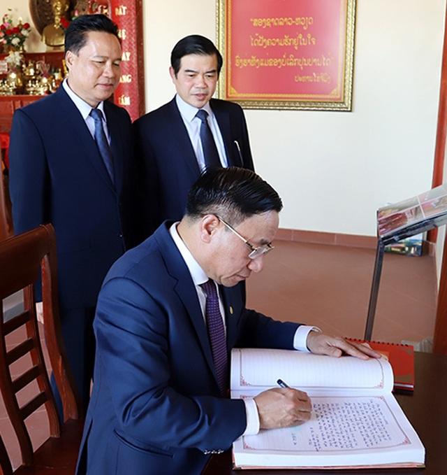 Chủ tịch nước CHDCND Lào trao tặng Huân chương Lao động hạng Ba cho tỉnh Hà Tĩnh - 2