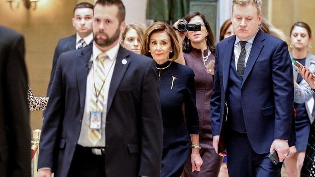 """""""Bà đầm thép"""" khiến Tổng thống Trump lao đao - 2"""