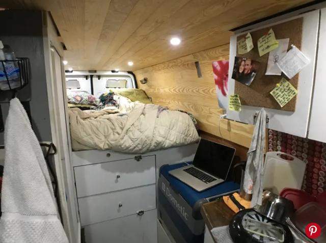 Chán thành phố ngột ngạt, chàng trai người Mỹ thiết kế nhà rộng 3m2 trên xe tải, vi vu khắp nơi - 5