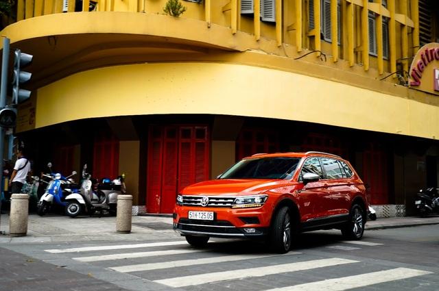Volkswagen tặng 100% phí trước bạ cho khách mua SUV 7 chỗ Tiguan Allspace - 1