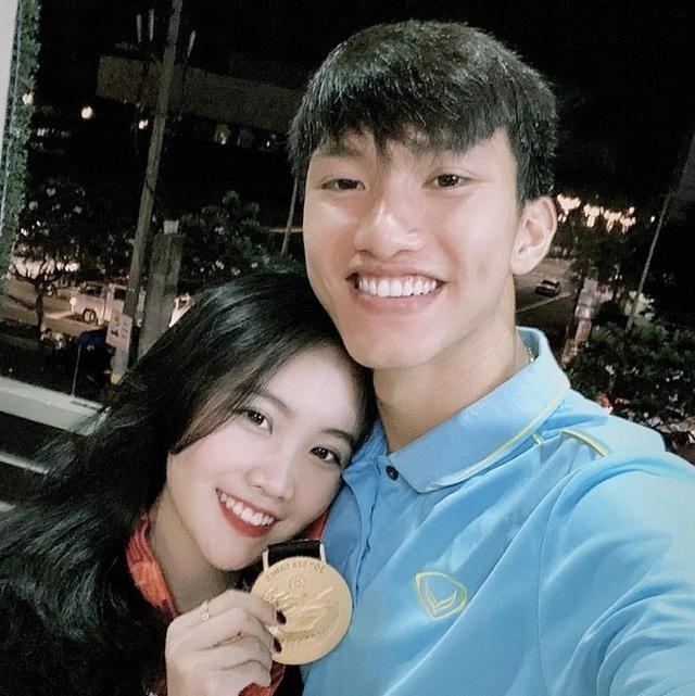 Yêu xa nhưng Đức Chinh, Văn Hậu khiến fan trầm trồ vì độ chiều bạn gái - 5