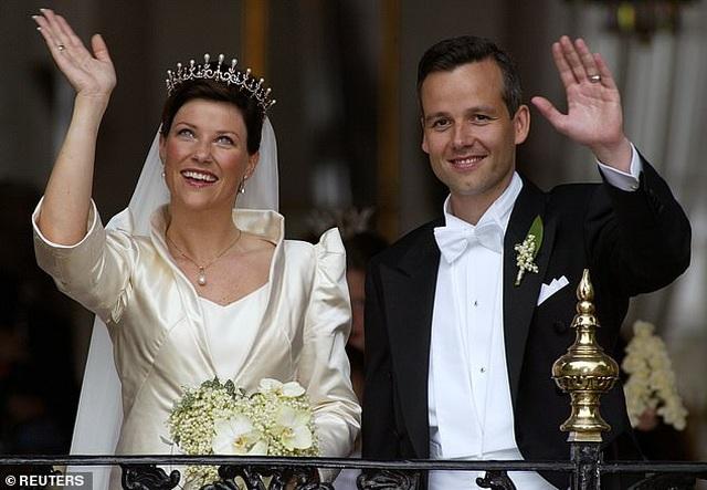 Chồng cũ của Công chúa Na Uy tự tử đúng dịp Giáng sinh - 2