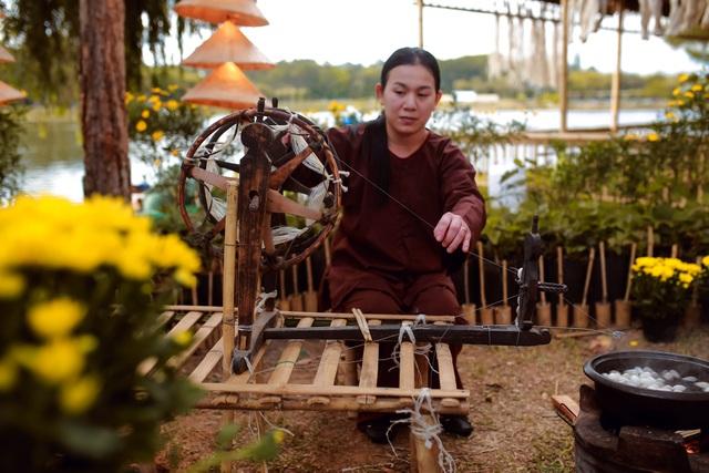 Lụa Bảo Lộc và khúc hoan ca bên Hồ Xuân Hương Đà Lạt - 13