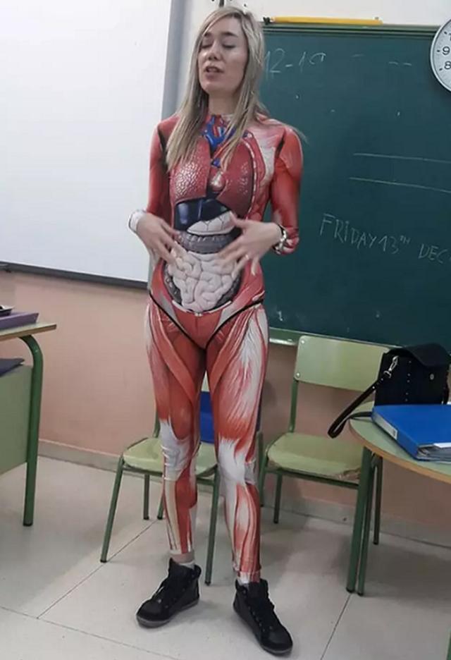 Cô giáo dạy Giải phẫu học gây sốc khi mặc trang phục giáo cụ trực quan đến trường - 2