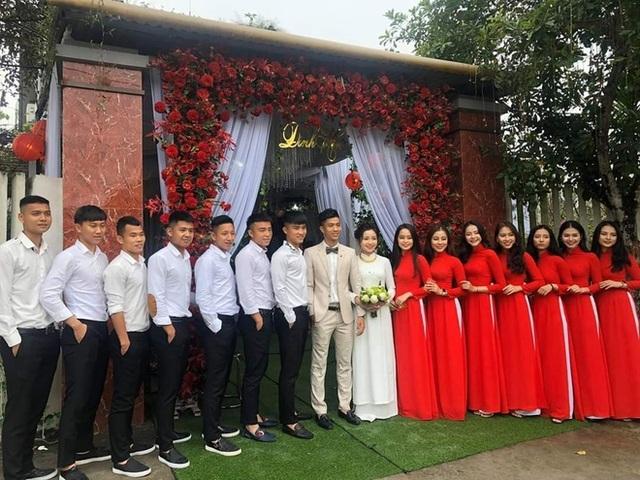 Hai đám hỏi gây bất ngờ trong giới cầu thủ Việt năm 2019 - 5