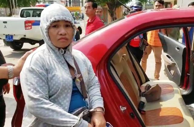 Người phụ nữ dẫn con nhỏ, giấu ma túy trong mũ len… vẫn bị phát hiện - 1